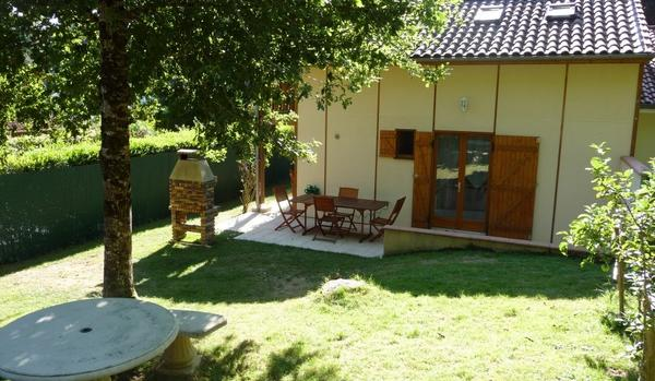 S jour en g te chalet lac saint etienne cantal s dans le cantal - Abri jardin en dur saint etienne ...