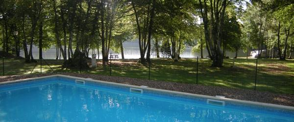 S jour vacances nature et p che au bord de l 39 tang du for Camping bourgogne piscine