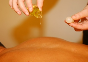 massage sensuel huile essentielle Cantal