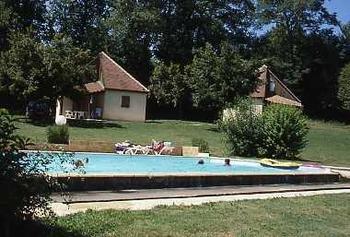 S jour en g te au bord du de la dordogne dans le lot for Camping au bord de la dordogne avec piscine