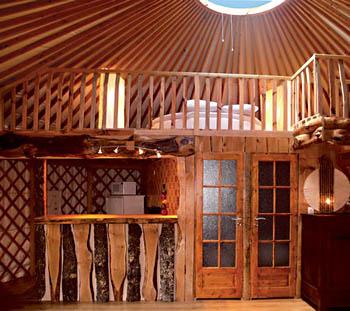 S jour en yourte contemporaine dans le cantal for 3 chambres dans 50m2